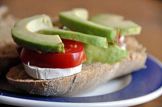 320px-Flickr_-_cyclonebill_-_Brød_med_gedeost,_tomat_og_avocado